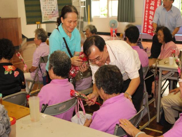 岡山社大結合樂齡慶祝母親節