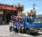 全校學生於竹峰宮前合影